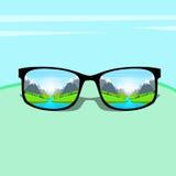Verres d'oeil avec le concept de rêve de repos de vacances de Forest Green Park Blue Sky de paysage de rivière de l'eau de montag Photographie stock
