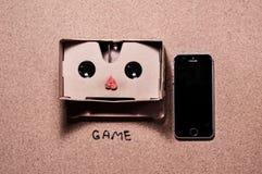 verres 3D pour le jeu au téléphone portable image libre de droits