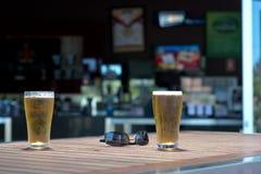 Verres de bière sur le Tableau Photo libre de droits
