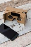 Verres de carton de réalité virtuelle Manière simple d'observer des films dans 3D Photos libres de droits