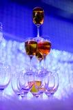 Verres de Champagne dans la cérémonie de mariage Photographie stock libre de droits