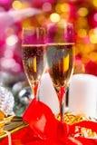 Verres de Champagne dans toujours la vie de fête Photographie stock libre de droits
