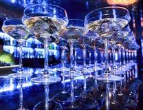 Verres de champagne sur la barre Photographie stock libre de droits