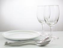 verres de fourchette et de couteau et de vin Image stock