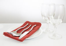 verres de fourchette et de couteau et de vin Images stock