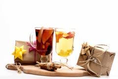 Verres de glintwein ou de vin chaud chauffé Photo libre de droits