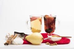 Verres de glintwein ou de vin chaud chauffé Photographie stock
