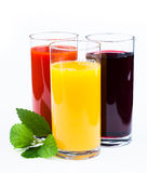 Verres de jus d'isolement sur le blanc Photo stock