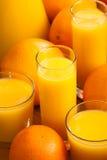 Verres de jus d'orange Images stock