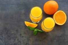 Verres de jus d'orange frais Photographie stock libre de droits