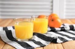 Verres de jus d'orange frais Photo libre de droits