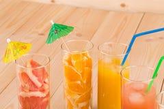 Verres de jus d'orange frais Photos libres de droits