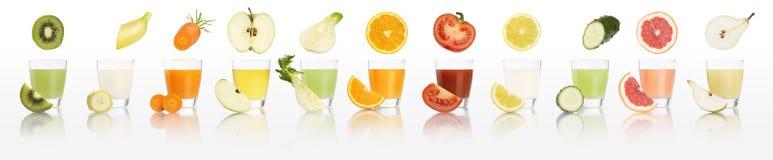 Verres de jus de fruits et légumes d'isolement sur le fond blanc Photographie stock