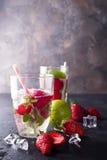 Verres de limonade avec des fraises Photos libres de droits