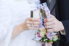 Verres de mariage image libre de droits