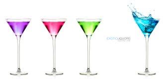 Verres de spiritueux Ensemble de boissons alcoolisées exotiques avec le texte témoin images libres de droits