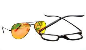 Verres de Sun contre des verres d'oeil image libre de droits