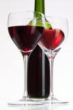 Verres de vin avec le vin rouge et le coeur Photos libres de droits