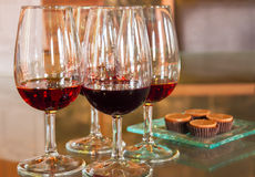 Verres de vin de port rouge Photo stock