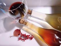 Verres de vin et bouteilles de vin image libre de droits
