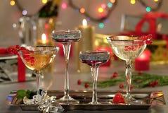 Verres de vin mousseux sur le fond de luxurius Photographie stock