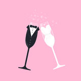 Verres de vin nuptiales de couples Images libres de droits