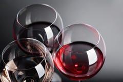 Verres de vin rose, rouge et blanc Image libre de droits