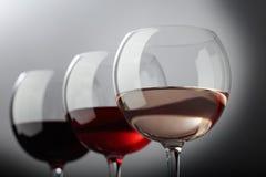 Verres de vin rose, rouge et blanc Photo stock