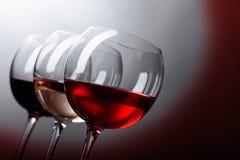 Verres de vin rose, rouge et blanc Image stock