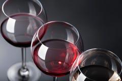 Verres de vin rose, rouge et blanc Photo libre de droits