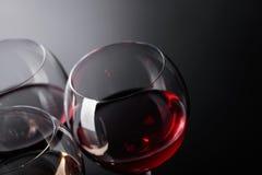 Verres de vin rose, rouge et blanc Images libres de droits