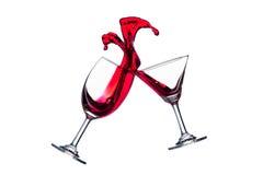 Verres de vin rouge de tintement Images libres de droits