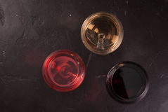 Verres de vin rouge, rose et blanc Photographie stock