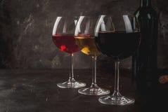 Verres de vin rouge, rose et blanc Images libres de droits