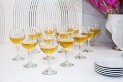Verres de vin sur la table Image libre de droits