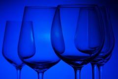 Verres de vin sur le bleu Image libre de droits