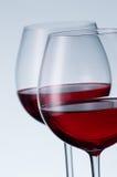 Verres de vin sur un fond clair Photographie stock