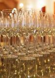 Verres de vin vides. Image stock