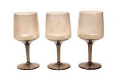 Verres de vin vides d'isolement sur le blanc Photo libre de droits