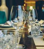 Verres de vin vides en gros plan Images libres de droits