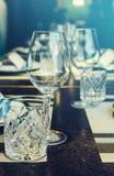 Verres de vin vides en gros plan Photographie stock libre de droits