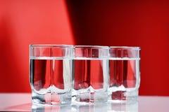Verres de vodka images stock