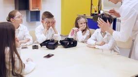 Verres de VR et éducation moderne du ` s d'enfants