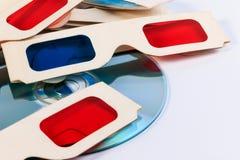 verres du papier 3D et disque de DVD Photos libres de droits