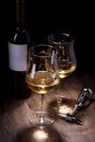 Verres et bouteilles de vin Image stock