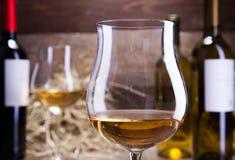 Verres et bouteilles de vin Images stock