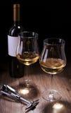 Verres et bouteilles de vin Photos stock