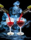 Verres et bouteilles de vin Photos libres de droits