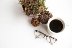 Verres et floral photographie stock