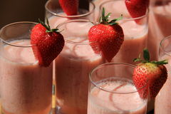 Verres grands de smoothies de fruit Photo libre de droits